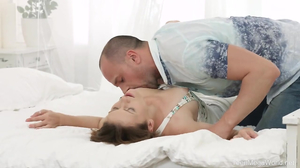Man fucks winsome girlfriend on the bed and cums on face
